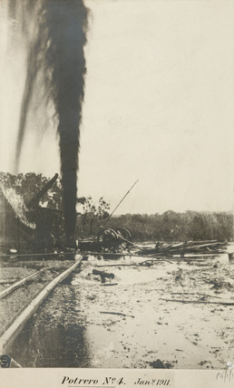 Oil gusher at Potrero, Mexico, 15 March 1911.