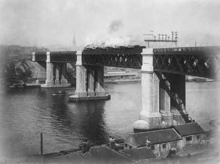 Test-loading the King Edward VII Bridge, Newcastle-on-Tyne, 1906.