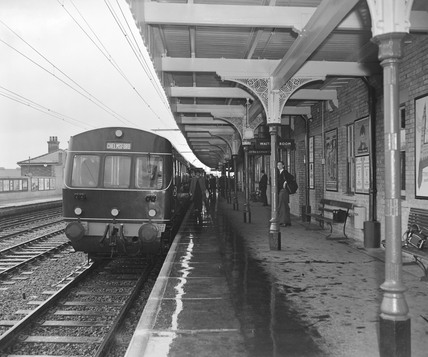 Electric locomotive at Chelmsford station, 1956