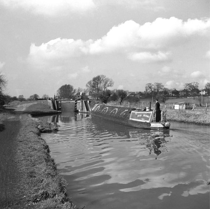 Barge approaching Slaughter's Lock, Boxmoor, Hertfordshire, 1950.