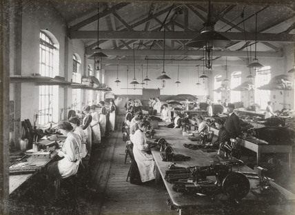 Women workers at Doncaster works, South Yorkshire, c 1916.
