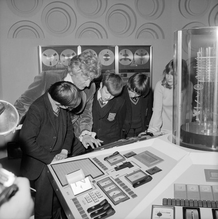 Jon Pertwe with children at the Science Museum, December 1972.
