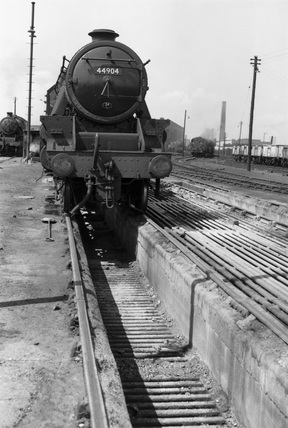 Class 5 locomotive over the ashpit at Polmadie depot, Glasgow, 1962.