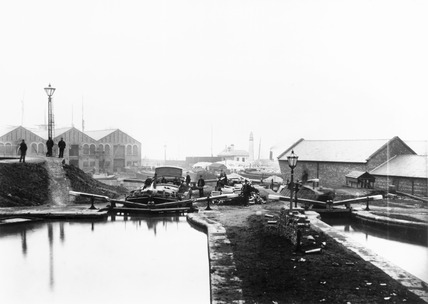 Locks on the Shropshire Union Canal, Ellesmere Port, Cheshire, c 1885.