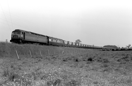 Hopper coal wagon test train with dynamometer car and brush, type 4 Locomotive. England, 1965.