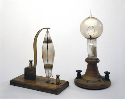 Electric filament lamps made by Swan (left) and Edison (right), 1878-1879.