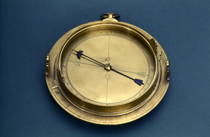 Small circumferentor with fixed and moveable sights, 1571-1600.