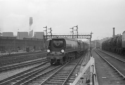 Southern Railway (SR) Pacific 34006 at Marylebone, 1st June 1948. (CCB Herbert, M_4844).
