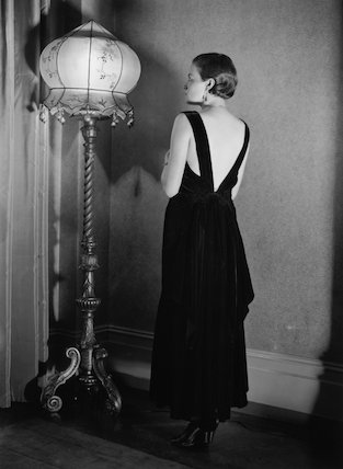 A woman wearing a backless evening gown by Baroque, 20 November 1931.