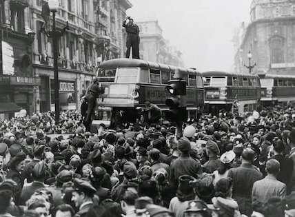 Crowd in London Streets.