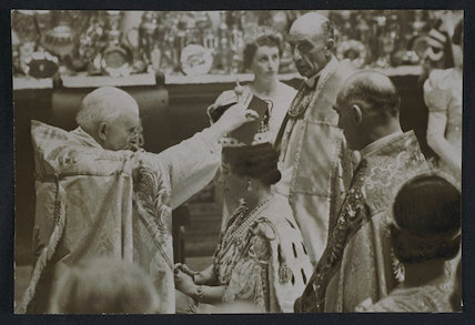 Queen consort Elizabeth  crowned by the Archbishop of Canterbury