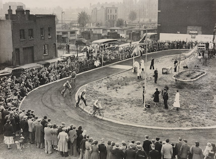 Thrills on a Bermondsey Track October 14th 1950
