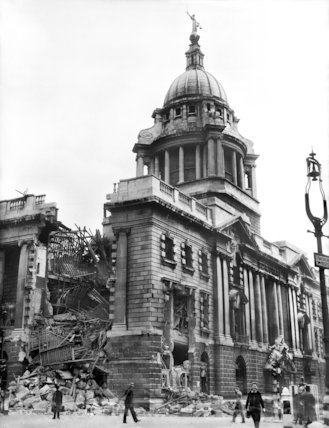 Damaged part of the Old Bailey - 15-May-1941