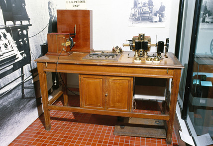 Early electrocardiograph recorder, 1900-1930.