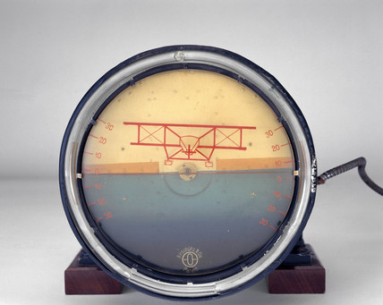 German artificial horizon by Anschutze.