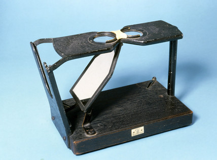 Maddox stereoscope, manufactured by C W Dixey & Son Ltd, 1920-1950.