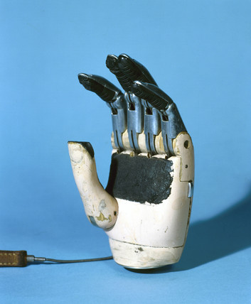 Prosthetic hand with moveable fingers, 1979