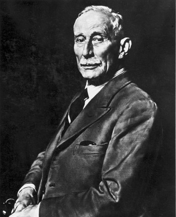 H Cecil Booth, English inventor of the vacuum cleaner, early 20th century.