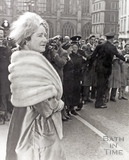 Queen Elizabeth, the Queen Mother, leaves the Guildhall 1960