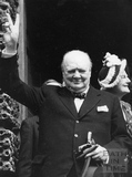 Winston Churchill gives the Victory salute outside the Guildhall, Bath 1950 - detaill