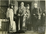 Mayor White and Ellen Terry outside 32 The Paragon, former home of Sarah Siddons, 17 Oct 1922