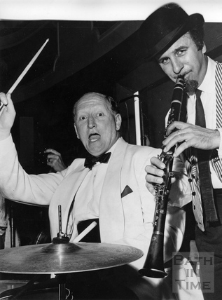 Acker Bilk with Ted Leather of the Bath Festival Society on the drums, June 1962