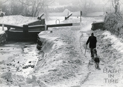 Walking along the towpath at Widcombe, Bath 1982