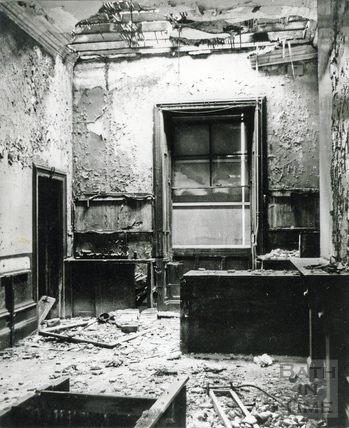The derelict and decaying interior of Green Park Station, 10 Sept 1973