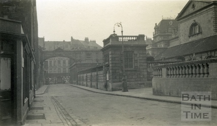 York Street showing the exterior of the Kingston Baths and Great Roman Bath c.1915