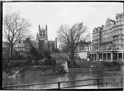 Bath Abbey from the river across Institution Gardens