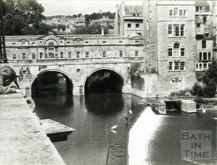 Pulteney Bridge from Grand Parade c.1960s