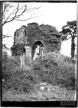 Unidentified ruin, possibly Midford Castle near Monkton Combe c.1904
