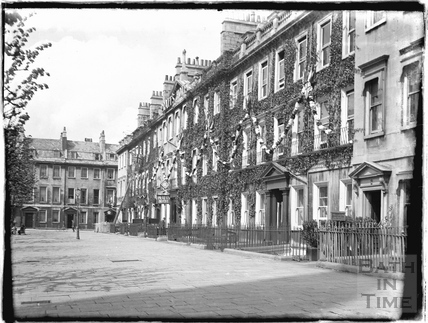 South Parade with Pratts Hotel, May 1937