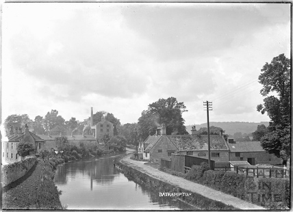 View of Harbutt's and The George Inn, Bathampton c.1930