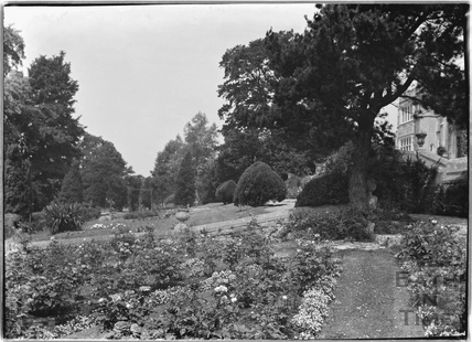 The gardens, Warleigh Manor c.1932