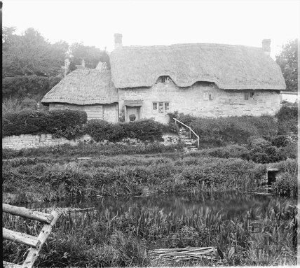 Country cottage with thatched roof at Fisherton de la Mere in the Wylye valley c.1905