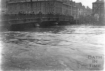 The Old Bridge in flood 1932