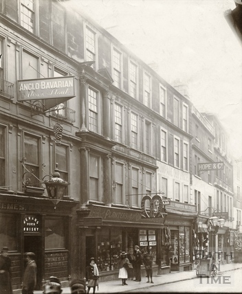 The Grapes Hotel and Planter's tea and coffee warehouse, Westgate Street, Bath c.1903