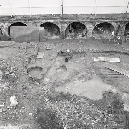 Archaeological dig on the site of the New Royal Baths, St Michaels Place, August 1986