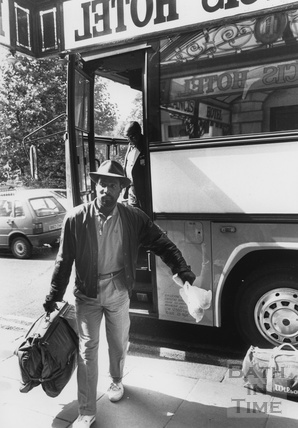 Cricketer Viv Richards getting off the team bus at the Francis Hotel, Queen Square 9 July 1988