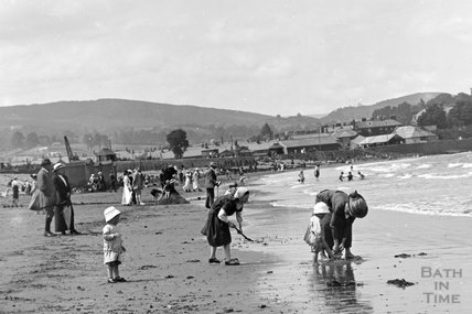 On the sands, Minehead No. 1 c.1905-1915 - detail