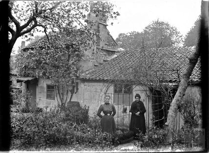 Old cottage near St Johns Church, the Barton Possibly Frome, c.1915