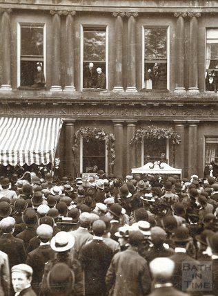 Lord Roseberry unveiling a tablet to the Earl of Chatham, 7 The Circus, October 27th 1899