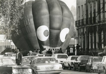 A hot air balloon prepares to ascend from the Recreation Ground, Bath, June 1977