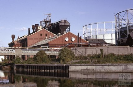 Bath gasworks and gasometers, Windsor Bridge, 1975