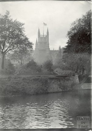 Bath Abbey from the river across Parade Gardens, 1906