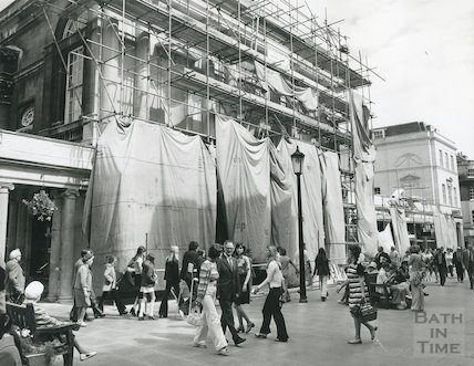 Work on the Stall St. frontage of the Pump Rooms, 26 July 1974