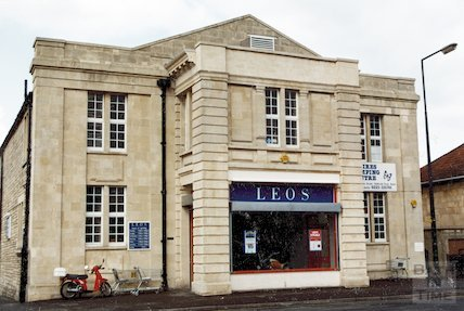 Leo's at the old Scala Cinema, Oldfield Park, 28 April 1992