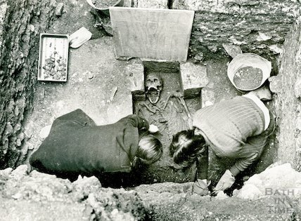 Uncovering a human skeleton in Orange Grove, Bath, November 1979