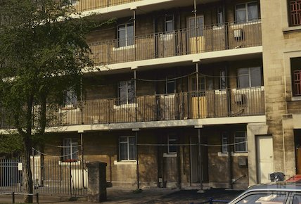 Kingsmead flats before renovation, April 1992